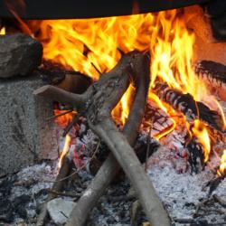 Kanatli Granatapfel-Sirup - Produktion überm Holzfeuer